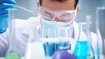 Istat, i prodotti farmaceutici tra i pochi comparti in attivo dell'industria italiana