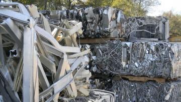 Gli imballaggi in acciaio 'pesano' quanto 54 Tour Eiffel