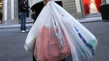 Sacchetti non compostabili, l'inchiesta di Legambiente