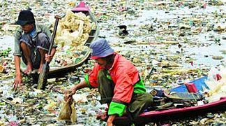 La plastica che arriva in mare si decompone producendo prodotti chimici pericolosi