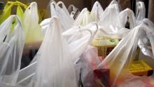 Sacchetti di plastica al bando anche in Francia, dopo l'Italia